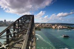 从定向塔监视的看法在悉尼港口 怀有桥梁 S 免版税图库摄影