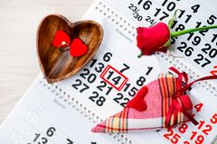定婚戒指,心脏,日历,礼物2月14日, Valent的一件 免版税库存照片