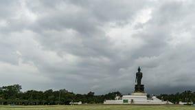 定期流逝雨云和地层积云,Stratuscumulus的运动 佛教,Phutthamonthon,佛统 股票录像