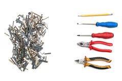 定缝销钉和螺丝,螺丝刀,钳子,被隔绝的铅笔 图库摄影