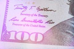 定调子紧密本富兰克林在美国100美金的` s面孔的宏观光 免版税图库摄影