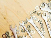 定象元素(坚果、洗衣机,螺丝)和 免版税图库摄影