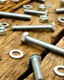 定象元素(坚果、洗衣机,螺丝)在木 图库摄影