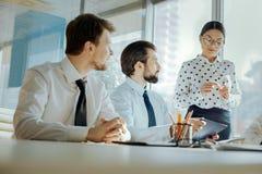宜人的商务伙伴开会议在办公室 库存照片