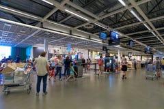 宜家商店的内部在波特兰,俄勒冈 宜家是世界的最大的家具零售商 图库摄影