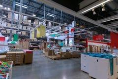 宜家商店的内部在波特兰,俄勒冈 宜家是世界\ 's最大的家具零售商 库存照片