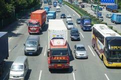 宝安107国民公路交通 免版税库存照片