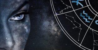 宝瓶星座占星符号 占星术妇女夜空背景 免版税库存图片
