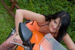 宝贝骑自行车的人 免版税库存照片