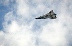 绅宝35在飞行中Draken 免版税图库摄影