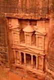 财宝(Al Khazneh)在从上面的Petra 免版税库存图片