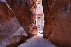 财宝Al Petra古城Khazneh有骆驼的 库存照片