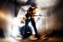 实况音乐和吉他演奏员 是一个真正的灵魂音乐内容 免版税库存照片