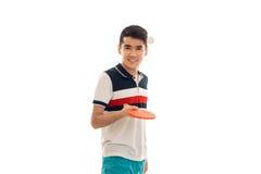 实践与球拍的乒乓球在手上和微笑在照相机的快乐的运动员隔绝在白色背景 库存图片