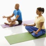 实践二瑜伽的人们 免版税图库摄影