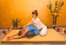 实践物理能量锻炼的妇女 库存照片