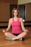 实践的女子瑜伽 图库摄影