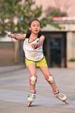实践的女孩线型滑冰,北京,中国 库存照片