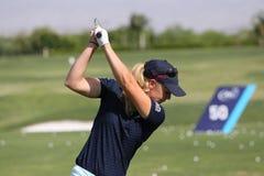 实践的球员在阿那启发打高尔夫球比赛2015年 免版税图库摄影