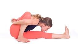 实践的瑜伽锻炼/光摆在- Marichyasana 库存图片