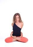 实践的瑜伽锻炼/莲花摆在- Padmasana 免版税库存照片