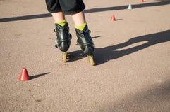 实践的滑冰与锥体 免版税图库摄影