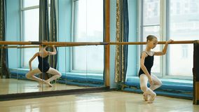 实践舞蹈的芭蕾舞女演员 影视素材
