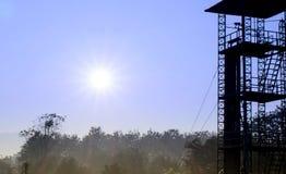 实践降伞钻子的日出和34英尺塔 免版税库存照片