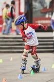 实践年轻中国的男孩线型滑冰,广州,中国 库存图片