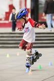 实践年轻的男孩线型滑冰,广州,中国 库存图片