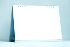实际日历的服务台 免版税库存照片