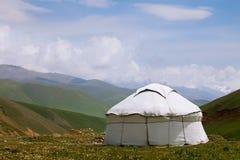 实际牧羊人yurt在吉尔吉斯斯坦天山 免版税库存照片