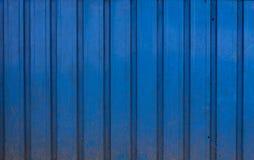 实际蓝色,金属,坏和损坏的背景 免版税库存图片