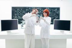 实验室分子分析 库存照片