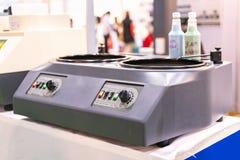 实验室研的&抛光机设备准备标本的在微结构过程检查的应用前  库存照片