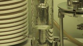 实验室研究 有液体的烧瓶 实验室制药公司 影视素材