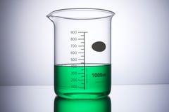 实验室设备烧杯前面 免版税库存照片