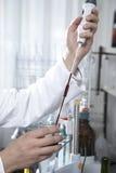 实验室试验酒 免版税库存图片