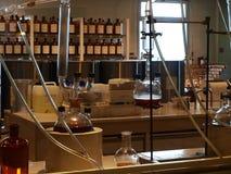实验室,香水被创造 免版税库存图片
