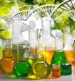 实验室玻璃器皿的被隔绝的图象在基因链背景特写镜头的 免版税库存图片