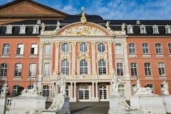 实验者的选举宫殿在秋天 库存图片