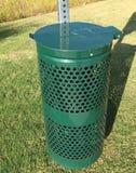 宠物在社区的废弃物收集容器 库存照片