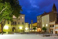 宠物Bunara广场在晚上 扎达尔 克罗地亚 免版税库存图片