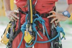 审查员人佩带的绳索通入设备 免版税库存照片