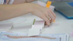 审查患者的心电图的女性医生特写镜头 股票录像