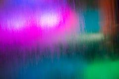 审阅流动的水的五颜六色的光 免版税库存图片