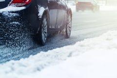 审阅雪的车轮的特写镜头 免版税库存图片