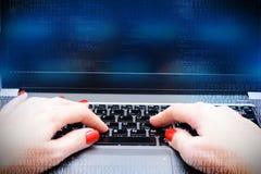 黑客与程序员的攻击概念在计算机 库存照片
