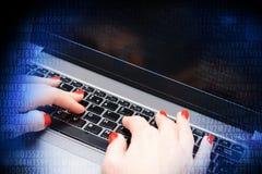 黑客与程序员的攻击概念在计算机 免版税图库摄影