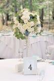 客人与数字的婚礼桌 免版税库存图片